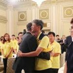 Pres.Moon invite The Families of Sewol Ferry Victims at the Blue House