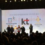 Pyeongchang Winter Olympics Torch Arrives in Seoul: Gwanghwamun celebrates the Beginning