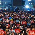 Candlelight Protest Continues as People Seek Truth behind Sewol and Park's Incarceration <김광식 교수의 현장 르포>
